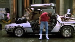 getlinkyoutube.com-Escena Volver Al Futuro II (Ropa Futurísta) (Audio Latino) (Full HD) (1989)