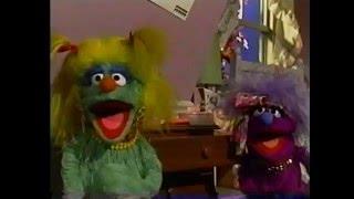 "getlinkyoutube.com-Sesame Street - ""The Hairbrush Song (Look In The Drawer)"""