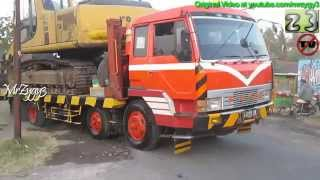 getlinkyoutube.com-Mitsubishi Fuso Self Loader MMC Transporting Excavator Komatsu PC200