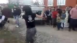 getlinkyoutube.com-Киз угил бола билан раксда беллашмокчи эди аммо йикилди