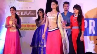 getlinkyoutube.com-Hot models showcase gorgeous dresses at a fashion show 'Pratibha 2016' in Ranchi