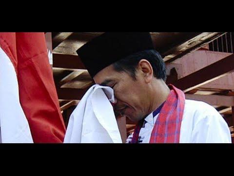 Jokowi Cium Merah Putih & Ucap Bismillah: Saya Siap Jadi Calon Presiden (#JKW4P)