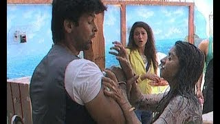 getlinkyoutube.com-Bigg Boss 7 : When Tanisha got physical with Kushal