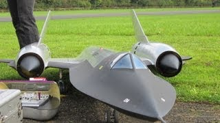 getlinkyoutube.com-Roger Knobel ( A-12) SR-71 Blackbird Giant Remote Control Turbine Jet