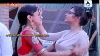getlinkyoutube.com-SBS - *Drashti Dhami* visits Rangrasiya Set to meet Sanaya {21 Jan, 2014}