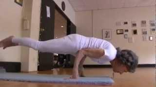 getlinkyoutube.com-93 Year-Old Yoga Instructor Can Still Pose Perfectly