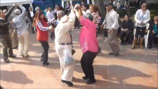 getlinkyoutube.com-Viejito bailando el oso polar (Legitimo)