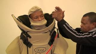 getlinkyoutube.com-Kejo EOD Bomb Suit