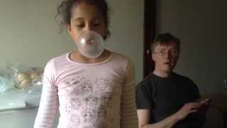 getlinkyoutube.com-Bubblegum bubble blowing kid