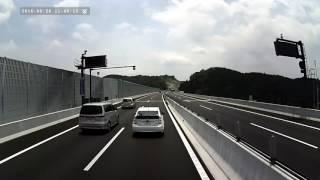 getlinkyoutube.com-渋滞原因・高速道路の走り方を知らないプリウス