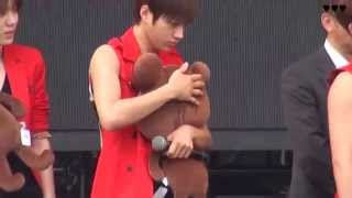 getlinkyoutube.com-fancam infinite L with teddy  !!! so cute