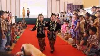 getlinkyoutube.com-Vergeo - Evanie Fashion Show Kartini 2013