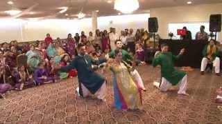 getlinkyoutube.com-Zenab & Zohaib's Mehndi dance