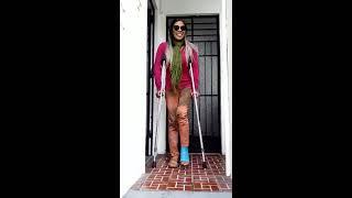 Como subir escaleras con  muletas y yeso.