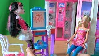 getlinkyoutube.com-Видео с куклами Монстер Хай серия 14 Дракулаура учиться рисовать у Барби