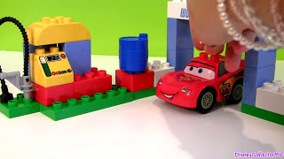getlinkyoutube.com-Cars 2 LEGO Duplo Race Day Lightning McQueen 6133 Jeff Gorvette Disney Builable Toys Pixar review
