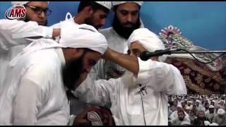getlinkyoutube.com-Molana Abdul Hafeez Makki Gives Khilafat to Molana Ilyas Ghuman