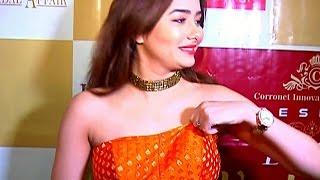 getlinkyoutube.com-Kumkum Bhagya's Tanu aka Leena Jumani caught ADJUSTING DRESS