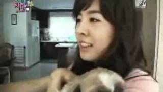 getlinkyoutube.com-SNSD Funny Moment #63 - Catching Dog Poo