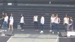 getlinkyoutube.com-140322 HEC in Viet Nam - SNSD Genie & Mr. Mr. Rehearsal