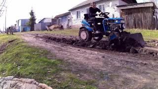 getlinkyoutube.com-Разравниваю колею Мини трактором из мотоблока
