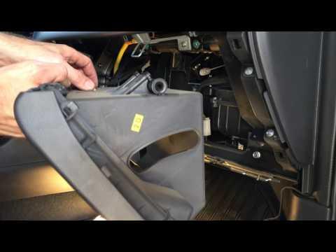 Снимаем бардачок на Шевроле Эпика 2011 год Chevrolet Epica