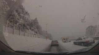 getlinkyoutube.com-大雪の名神高速 関ヶ原IC 伊吹PA 帰省ラッシュを直撃 デリカD:5 スタッドレスタイヤで雪の高速道路走行