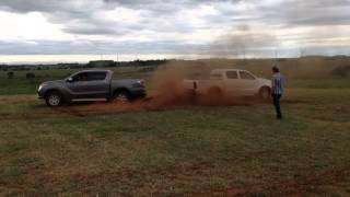 getlinkyoutube.com-Toyota Hilux vs. Mazda bt50
