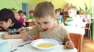 getlinkyoutube.com-Обед и тихий час. Lunch and nap time in kindergarten.