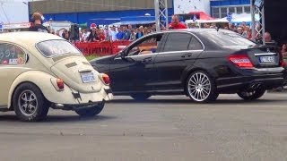 getlinkyoutube.com-Mercedes C63 AMG vs VW Beetle oldschool Käfer 1/4 Mile Drag Race Viertelmeile Rennen Volkswagen