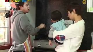 getlinkyoutube.com-(Eng sub) B2ST Kikwang taking care of a baby  (Hot Brothers cut)