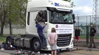 Ile osób zmieści się w kabinie ciężarówki?