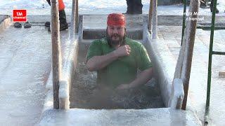 getlinkyoutube.com-Real Russia. Epiphany bathing. Moscow. Крещенские купания. Москва. Царицыно.