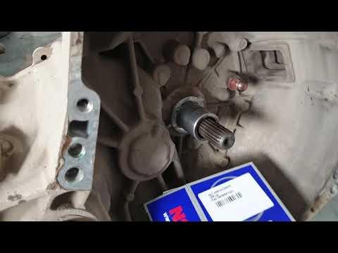 Расположение цилиндра сцепления у Тойота Авенсис Версо