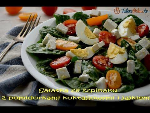 Sałatka ze szpinaku z pomidorkami koktajlowymi i jajkiem