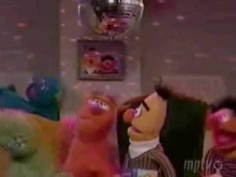 Bert & Ernie tries Gangsta-Rap