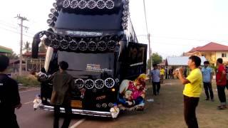 getlinkyoutube.com-สำโรงพลัน-สงกรานต์58-รถบัส รุ่งรวี