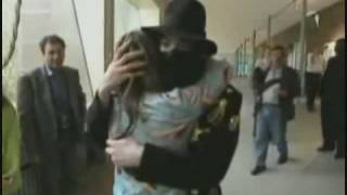getlinkyoutube.com-Fans kiss and hug Michael Jackson - HD Quality