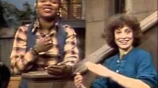 getlinkyoutube.com-Sesame Street- Sing (with Olivia and Linda)