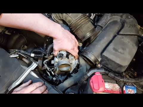 Honda CR-V 2006 Чистка дроссельной заслонки / Throttle body cleaning