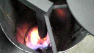 getlinkyoutube.com-廃油ストーブの着火と燃焼までの動画