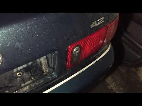 Как открыть багажник на Audi A8 D2