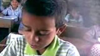 getlinkyoutube.com-طفل يقرأ بطريقة مضحكة جدا المدرس ورطة