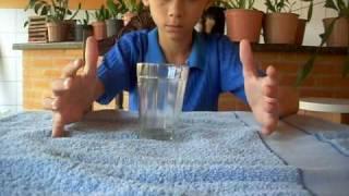 Aprenda a mágica do copo que mexe sozinho | Magicas Reveladas