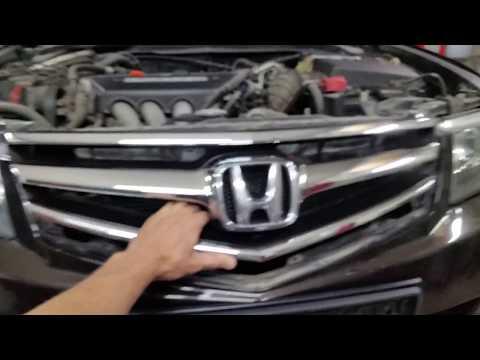 Honda Accord cl 7- cl 9. Снятие и установка решетки переднего бампера.