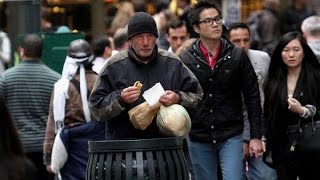 getlinkyoutube.com-【衝撃】ホームレスの男性にピザをあげたフランス人女性。しかし男性の正体を知り腰を抜かした…。