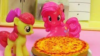 getlinkyoutube.com-Pinkie Pie Pizza Pie - My Little Pony Apple Bloom MLP Toy Baking Cooking Series Blind Bag