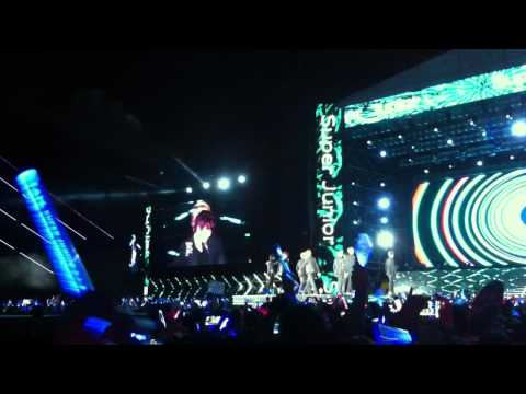 [Fancam] 120609 SMTOWN Taiwan: Superman - Super Junior