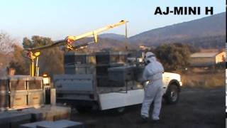 getlinkyoutube.com-AJ-MINI - Beehive crane - Grue ruches - Kran bienenstock - Grua colmenas