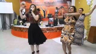 getlinkyoutube.com-Missionária Leandra Nascimento faz Medley de corinhos com a no Ministério Yehudi